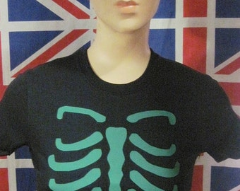 Retro vintage woman tee forest green rib cage skull skeleton tattoo rockabilly pin up good quality gothic halloween day of the dead pirate