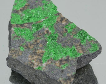 Uvarovite Natural Stone specimen garnet 118 grams #2264
