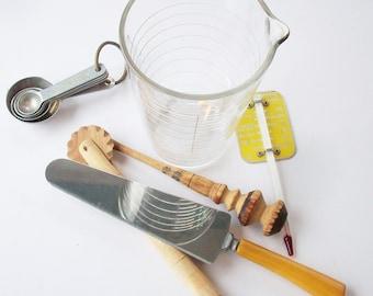 Vintage Assortment of Kitchen Utensils from the past / Measuring Glass  / Honey Scoop / Fluted Pie crust cutter / Bakelite Serving piece