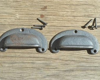 A pair of classic chunky cast iron vintage drawer pulls CS1