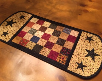 Country Quilt / Quilted Table Runner / Handmade / Item #1319
