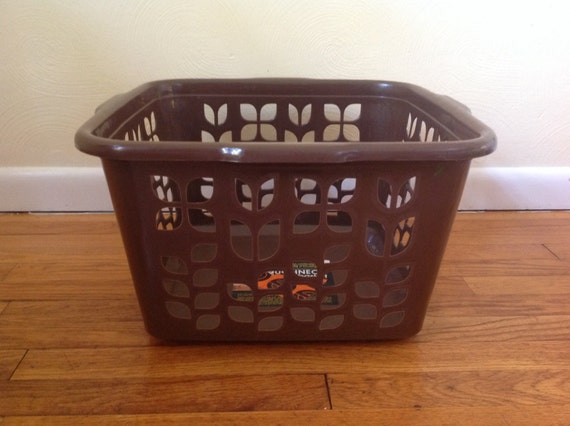 Vintage Rubbermaid Laundry Basket In Brown Roughneck Laundry