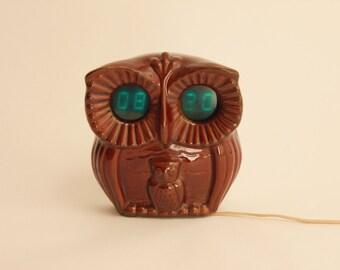 Vintage retro ceramic owl digital clock