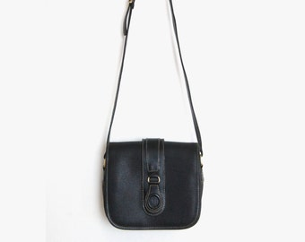 Sale | Vintage Black Messenger Cross Body Bag | Black Textured Vinyl and Leather Trim | Envelope satchel Handbag