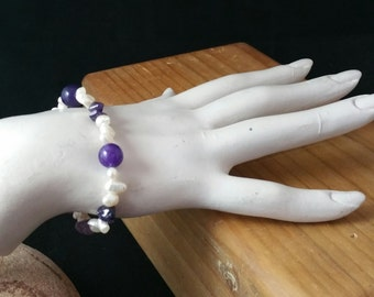 Amethyst and White Pearl Stretchy Bracelet