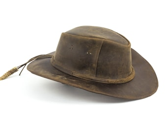 Brown Leather Safari Hat with Rattlesnake Rattle. Size medium 5-5.5. (US size 7 1/8 - 7 1/4)