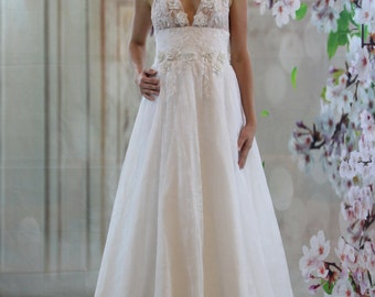 Beach wedding dress, 3D V neck lace applique bridalgown