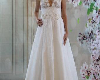 Beach wedding dress, 3D V neck lace applique bridalgown