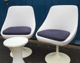 SOLD: A pair of 1970s Saarinen Style Space Age Tulip Chairs with table. Fully reupholstered. Vintage / Retro / Mid Century