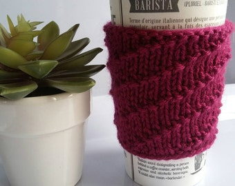 Sleeve of coffee without knitting grip Cup. Comfortable. Wool. Burgundy color and line of bias