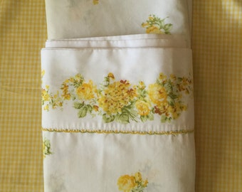 Vintage twin bed sheet set white with yellow roses