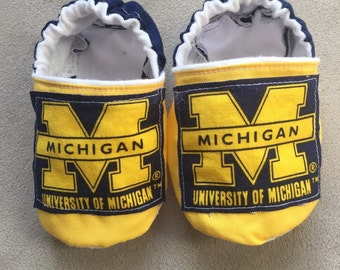 University of Michigan Wolverine baby shoes, booties, crib shoes, infant, slippers, college football