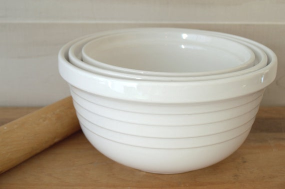 big white ceramic mixing bowl set of nesting bowls ceramic. Black Bedroom Furniture Sets. Home Design Ideas