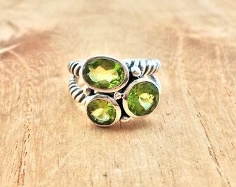 Designer Peridot Ring // 925 Sterling Silver // Oxidized Rope Setting // Green Peridot Ring // Multi Stone Peridot Ring // Size 9