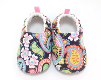 Paisley Baby Shoes, Baby Slippers, Soft Sole Baby Shoes, Baby Booties, Toddler slippers, Cloth Baby Shoes, Baby Shower Gift, baby girl