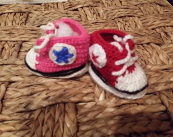 crochet baby converse shoes.