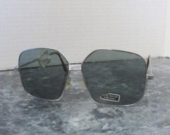 Vintage Mens Sunglasses / Big Sunglasses / Metal Wire Frame Sun Glasses