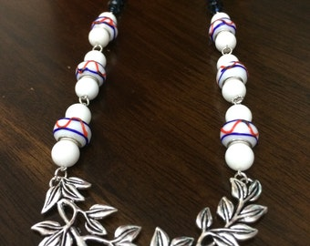 Necklace - leaf connector - lampglass beads