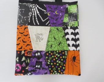 Kid Friendly Halloween Treat Bag // Trick or Treat Bag // Halloween Trick or Treat Bag // Bats, Spiders, and Skeleton Treat Bag