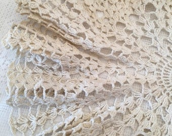 Vintage Crochet Doily ~ Table Cover ~ Table Scarf ~ Off White ~ Round Shape ~ Handmade