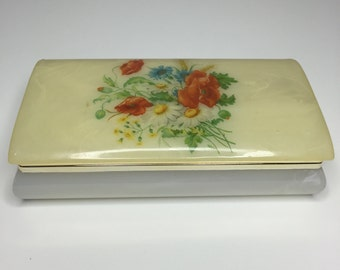 SALE! vintage Artmark lucite box with hinged lid - made in Italy