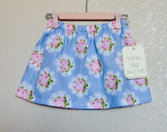 Beautiful Shabby Chic   Country   Pink Rose Bouquet on Pale Blue and White Polka Dots Girls Skirt