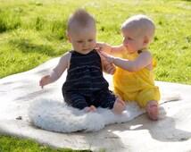 Babies' black dungarees in 100% cotton - shibori dip dyed