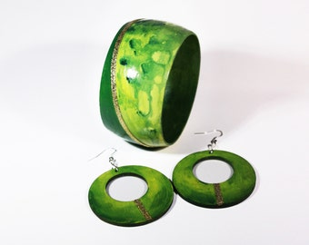 Boho jewelry green wood hand painted. Cuff bracelet hand painted lime green. Bangle wood lime green. Art jewelry lime green. Gift for her