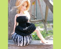 Barbie doll ottoman pouf, 1:6 scale furniture, Black and white, Fashoin doll knitted pouf, Dollhouse miniatures, Playscale diorama furniture