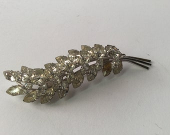 Flowery rhinestones and silver tone-brooche 1950th costume Brooch silver and rhinestone floral years 1950