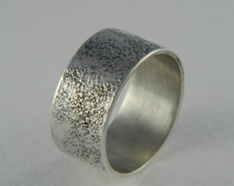 Wide etched texture ring