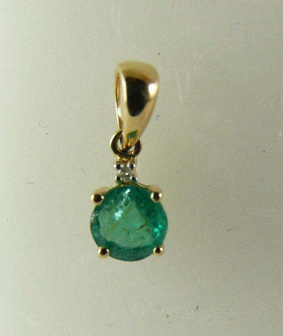 Emerald 0.50ct Pendant 14k Yellow Gold and Diamonds 0.01ct