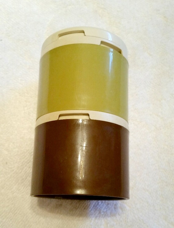 Tupperware stackable salt and pepper shakers set salt and for Vintage tupperware salt and pepper shakers