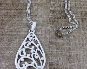 Vintage Estate White Enamel Floral Berries Teardrops Necklace