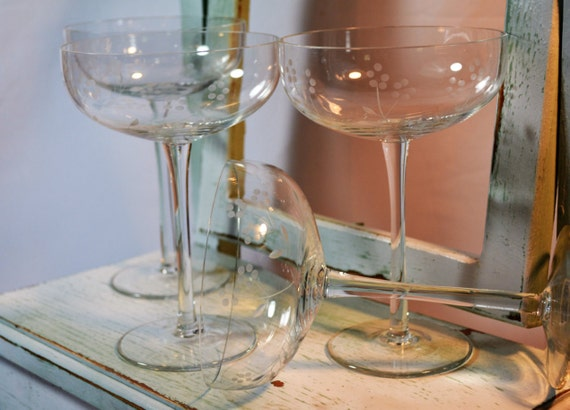 Toscany champagne coupes set of four toasting stems tall for Thin stem wine glasses