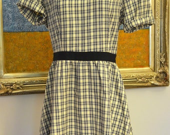 Plaid Dress with Short Sleeves and Peter Pan Collar - Black and Cream - Size SM