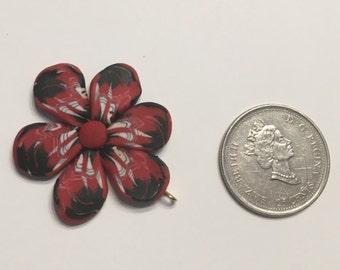 Dramatic flower pendant