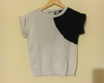 Abstract B&W Knit Top (Size: S)