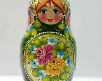 Russian Doll - Matryoshka Doll - Nest doll, made from lime tree, hand-painted with tempera and gouache - Good present!