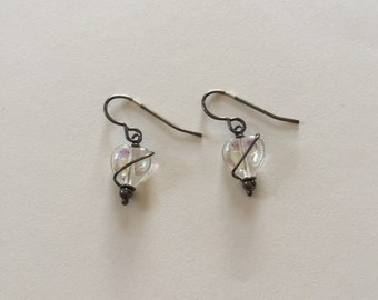Vintage Dark Aged/Antiqued Sterling Silver Wire and Iridescent Heart Glass Bead Dangle Earrings