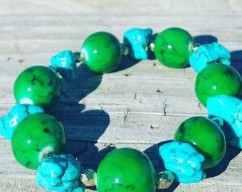 Blue and green glass stretch bracelet