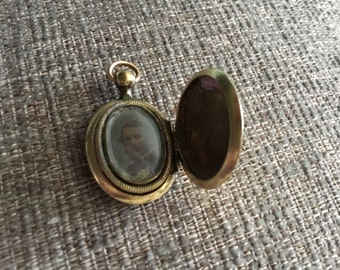 Antique Victorian Gold Locket with Ornate Engraving & original photo