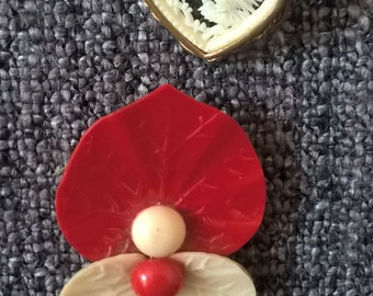Vintage Brooches, 2 Plastic Resin Brooches.