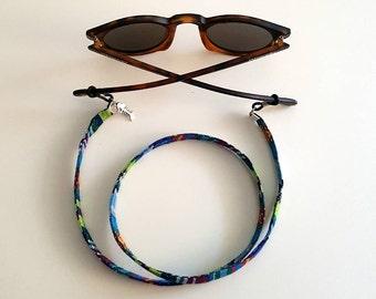 Cord hangs up goggles Ottana