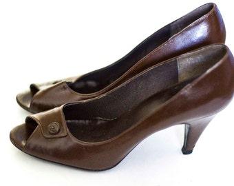 Size 7.5 Vintage Women's Heels,  Brown little rose Pumps.