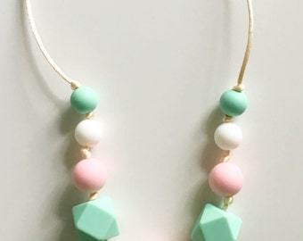 Silicone teething & nursing necklace