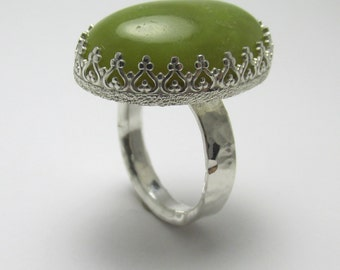 Green Jasper cabochon Sterling Silver Polished Hammer finish ring 25.12cts Size 8
