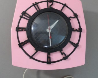 Spartus Pink and Black 1950s retro wall clock