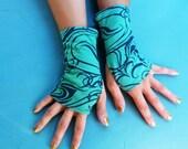 """Fingerless mittens """"Green PT Red"""", organic cotton"""