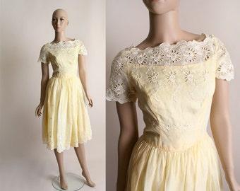 Vintage 1960s Cotton Dress - White Eyelet Flower Party Dress - Small